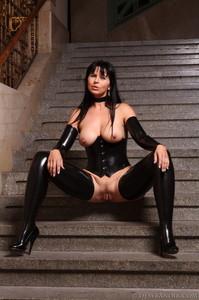 Mistress-Black-latex-m7agxj8f6i.jpg