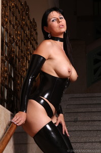 Mistress-Black-latex-t7agxjkzfi.jpg