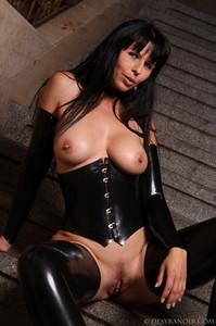 Mistress-Black-latex-h7agxjliyo.jpg